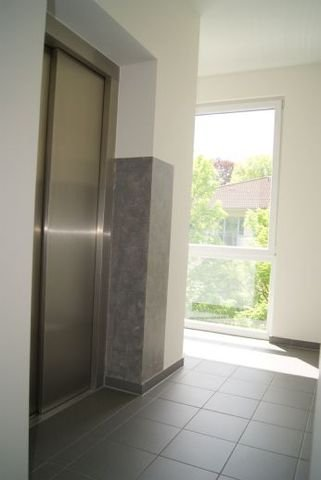 Das Treppenhaus mit Aufzug