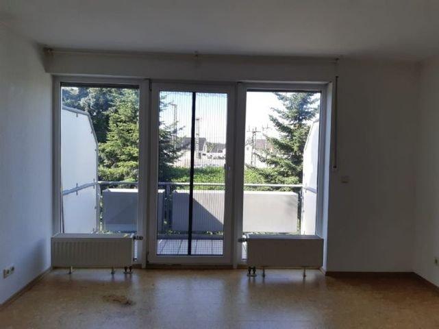 Zugang zum Balkon vom Wohn-/Esszimmer