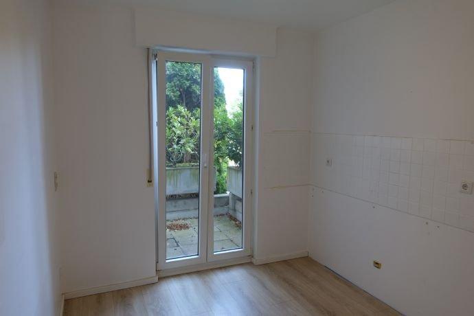 Küche mit Zugang kleiner Balkon