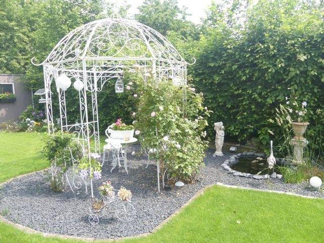 Gartenansicht Rückseite mit Sitzecke