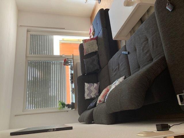 Wohnzimmer mit Austritt auf den Balkon