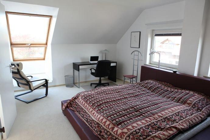 Schlafzimmer, Fenster mit Ausblick nach Westen, 2
