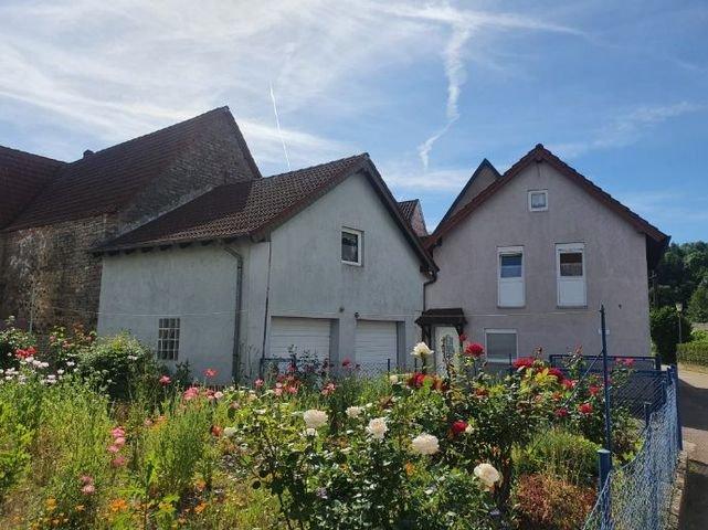 Blumengarten, Doppelgarage, Wohnhaus