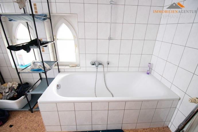 OG Wohnung links – Badezimmer mit Wanne