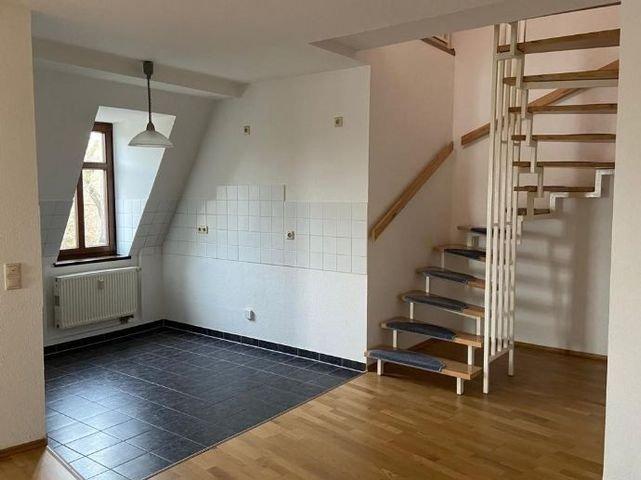 untere Ebene/ Küche und Treppe zur oberen Ebene