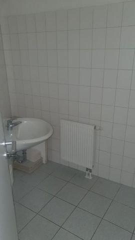 Bad mit Waschtisch und WC