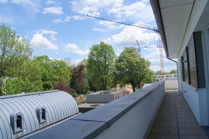 Die Dachterrasse seitlich