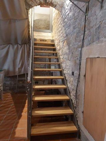 Treppe vom Gewölbekeller ins EG