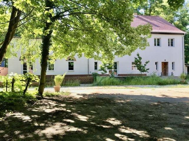 Ehemaliger Bauernhof -  Haus und Kirschbäume