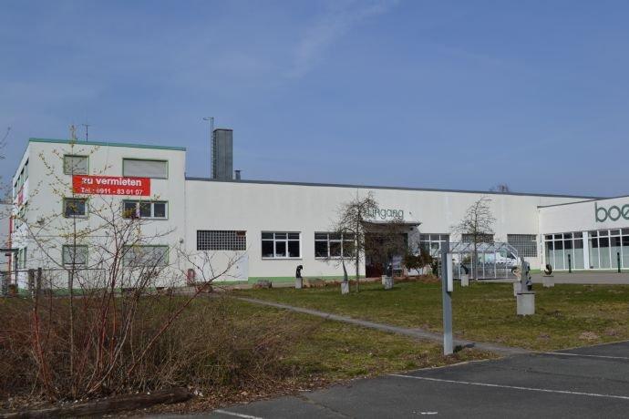 Bürogebäude und Hallen